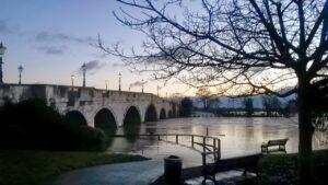 chertseybridgeflood1